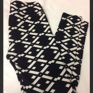 OS Black and White leggings Lularoe